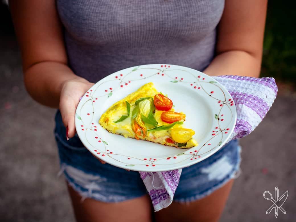 Frittata z pomidorami i kwiatami cukinii-12