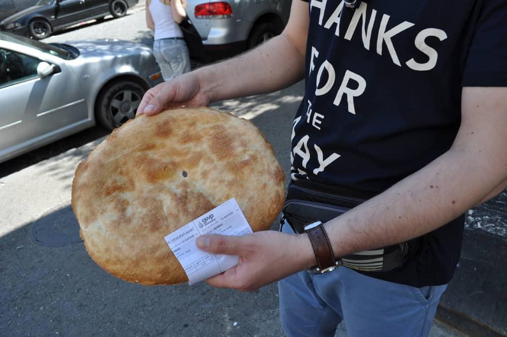 Chleb z ulicznej piekarni - Lawasz