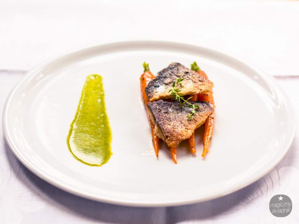 Filet z dorady z glazurowanymi marchewkami-1