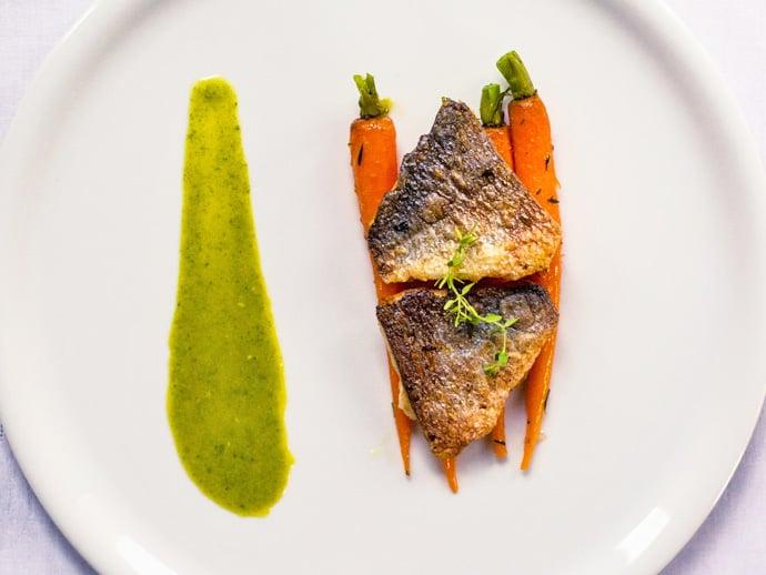 Filet z dorady z glazurowanymi marchewkami-23