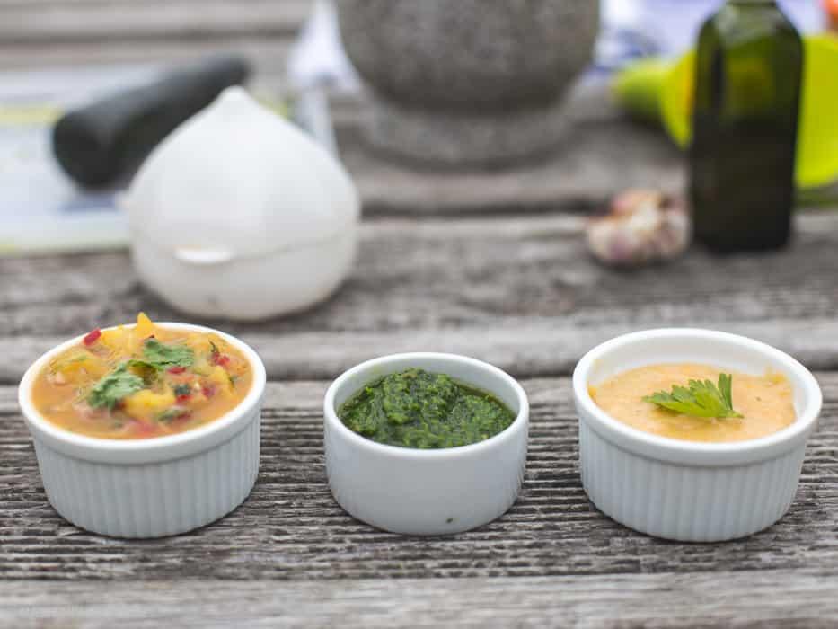 Zdrowy grillgrillowane krewetki makrelaz grilla grillowana polenta sos arachirowy salsaz mango salsa verde-10