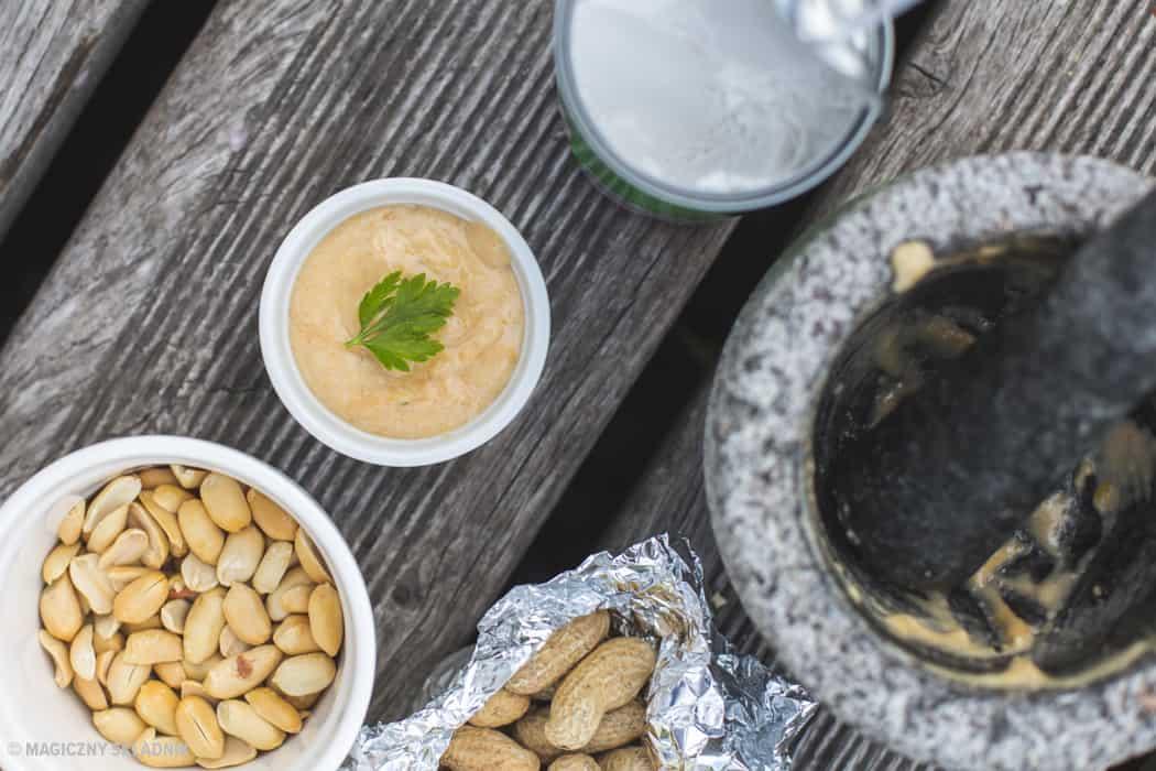 Zdrowy grillgrillowane krewetki makrelaz grilla grillowana polenta sos arachirowy salsaz mango salsa verde-4